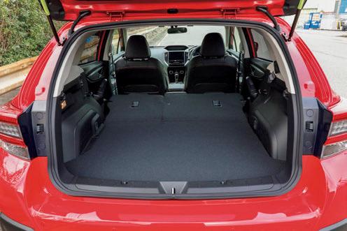 荷室の左右は108~135cm。奥行きは80cmで、後席を倒すと最長139cmに。床から天井までは72cm。ワゴン感覚で便利に使える。