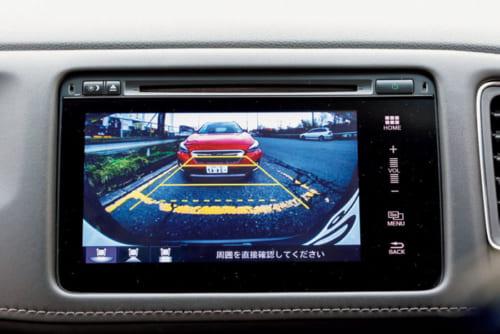 後方視界を映し出すモニターにはガイドラインが表示され、縦列駐車も簡単にできる。