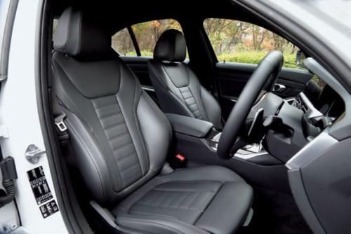 体をしっかりと支える運転席。ロングドライブでの疲労も少ないが、小柄な人には、少し大きく感じるかもしれない。