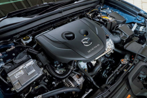 ディーゼルエンジンらしく、低速時から力強さがあり、加速も滑らかで乗りやすい。ただし加速時にややエンジン音が大きい感も。
