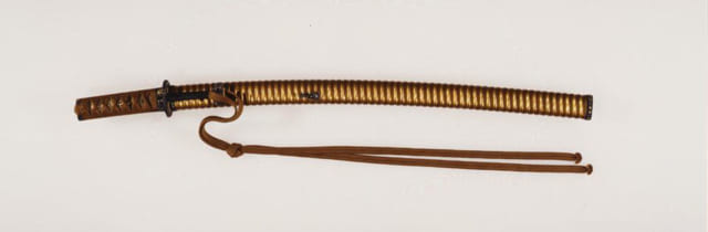 南泉の名は、中国の高僧・南泉普願が鋭い切れ味の刀で猫を斬り、修行僧に悟りを開かせた故事に由来。刀身とは別に江戸時代に制作された拵(写真)は、華やかな装飾が見事。江戸時代 総長80cm(写真提供/徳川美術館)
