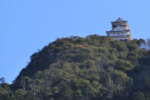 光秀が仕えた斎藤道三の稲葉山城跡地に信長が岐阜城を築いた
