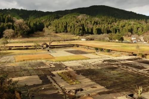 一乗谷は全国で6例しかない特別史跡・特別名勝・重要文化財の三重指定を受けた戦国城下町跡