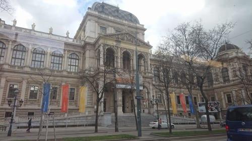 歴史あるウィーン大学も再開は9月(3月11日撮影)
