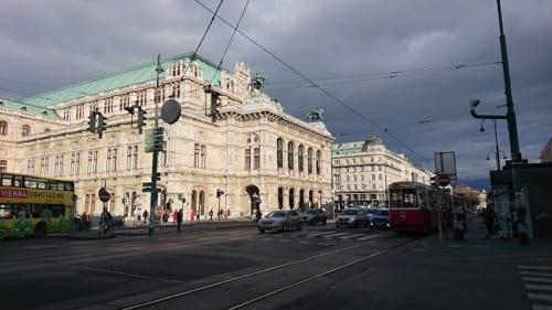 閉鎖されたウィーン国立オペラ座(3月11日撮影)
