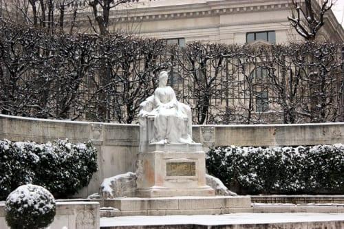 ウィーン、フォルクス庭園にあるエリザベート像
