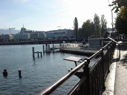 皇后が刺された後歩いた、湖畔のプロムナードと船着き場