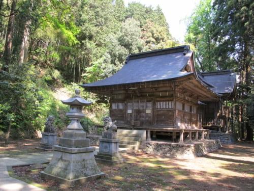兼則が神主を務めていた春日神社社殿(福井市安波賀町)。