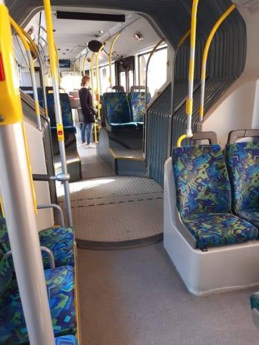 ストックホルム市内を行き来するバス。こちらも驚くほど混んでいない。