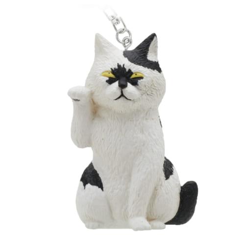 招き猫のふりをするつーさんの親友、テルオ。お守りにもなりそうです。