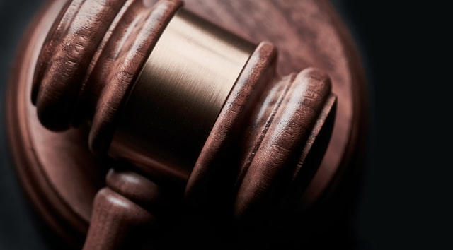 【ビジネスの極意】実例から学ぶ、コンプライアンス違反で有罪判決を受けた会社の被害