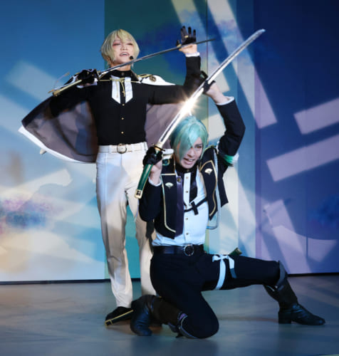 写真上/第一部は、アイヌ古式舞踊『鶴の踊り』、写真下/2.5次元ミュージカル ミュージカル『刀剣乱舞』刀剣男士(髭切/膝丸)が披露された。