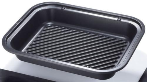 グリルプレートが付属し、ステーキやワッフルを焼くなどに適している。「3往復ヒーター」を搭載し、まんべんなく熱が伝わり焼きムラを抑える。