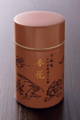 缶には鳥獣戯画が描かれる。