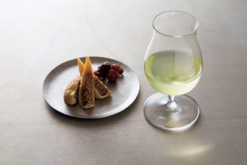ドライフルーツと相性のいい水出し玉露。ほかに少し塩気のあるナッツやチーズ、塩昆布などとも合う。食前酒感覚で旨味をじっくり味わうのも乙だ。