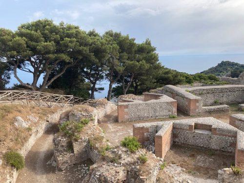 カプリ島、ティベリウス帝の宮殿「ヴィッラ・ヨーヴィス」の浴場跡(上野真弓撮影)