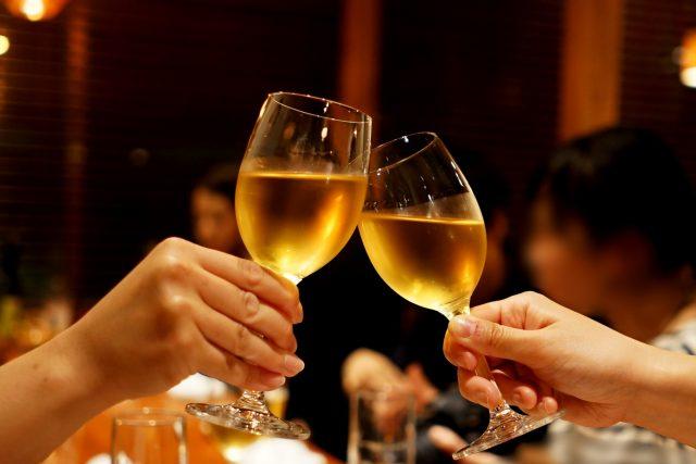 乾杯のグラス